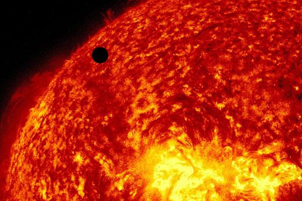 Le transit de Vénus et l'éclipse solaire de 2012